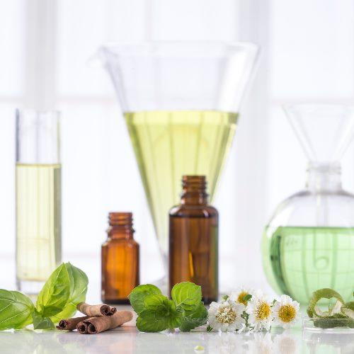 Les huiles essentielles en cosmétique naturelle